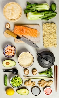 Vista superior de comida asiática