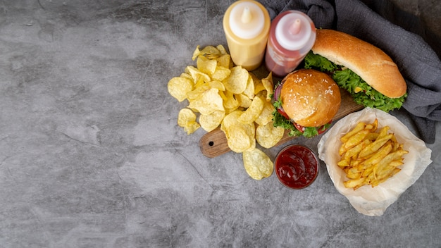 Vista superior de comida rápida con espacio de copia