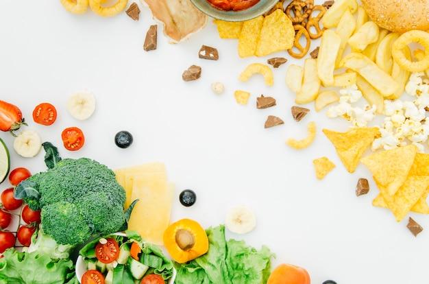 Vista superior comida sana vs comida poco saludable