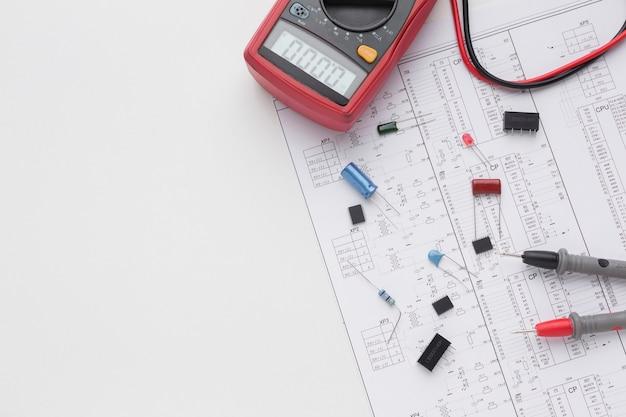 Vista superior de componentes electrónicos