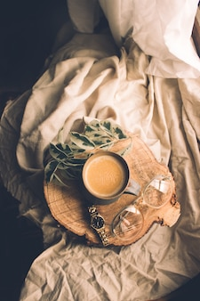 Vista superior de la composición de bodegón taza de té