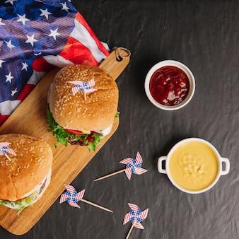 Vista superior de composición de hamburguesas