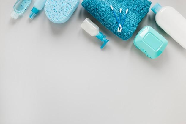 Vista superior del concepto de baño con espacio de copia