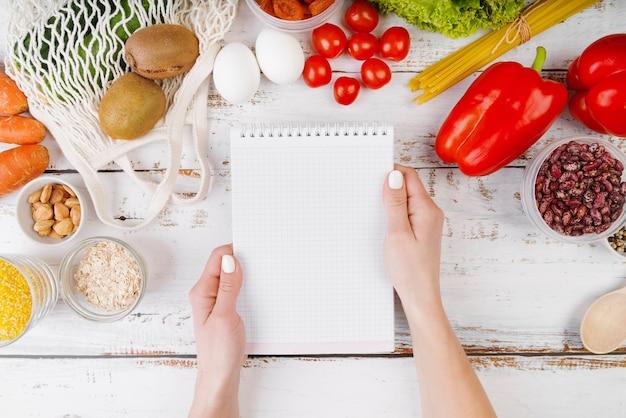 Vista superior del concepto de comida con espacio de copia