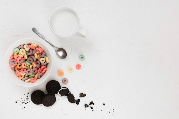 Vista superior del concepto de desayuno de cereales