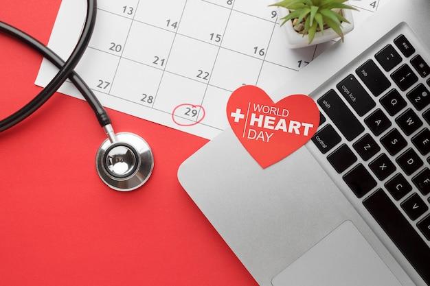 Vista superior del concepto del día mundial del corazón con estetoscopio