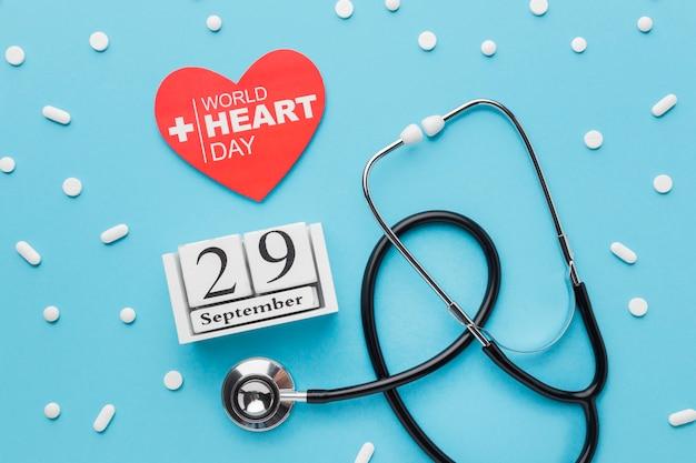 Vista superior del concepto del día mundial del corazón con medicina