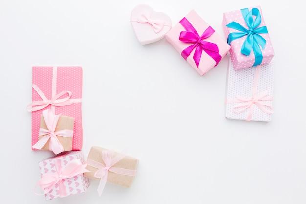 Vista superior del concepto de marco de cajas de regalo