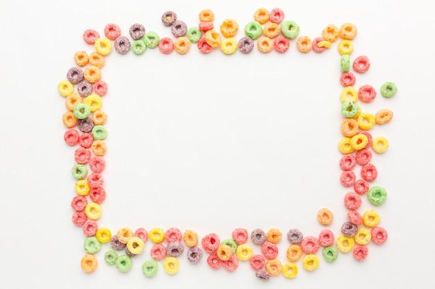 Vista superior del concepto de marco colorido cereal