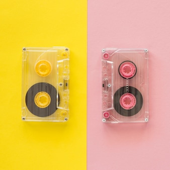 Vista superior del concepto de música con casette Foto gratis