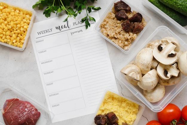 Vista superior del concepto de planificador de alimentos semanal