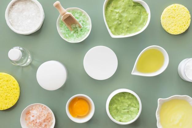 Vista superior concepto de spa de belleza y salud de aguacate y limón
