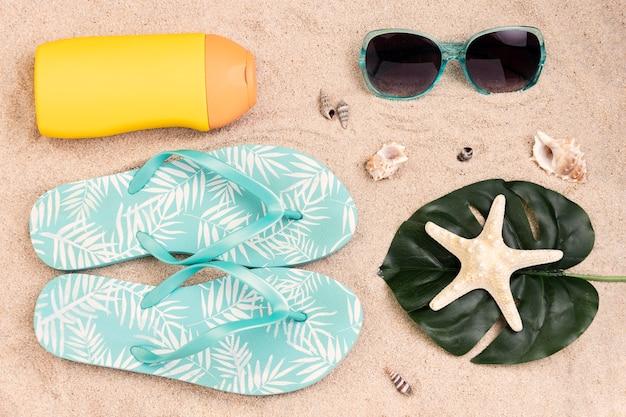 Vista superior del concepto de verano en la arena