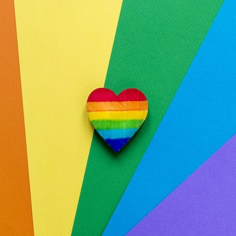 Vista superior del corazón del arco iris