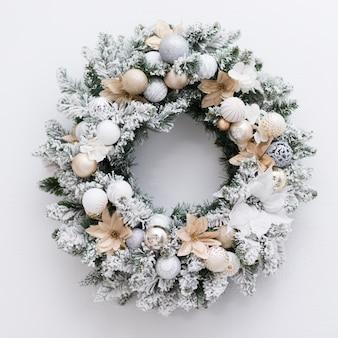Vista superior corona helada para navidad