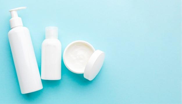 Vista superior crema cosmética con espacio de copia