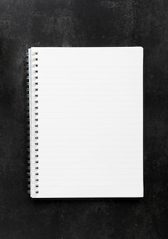 Vista superior del cuaderno vacío