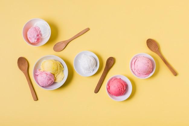 Vista superior cuencos con helado