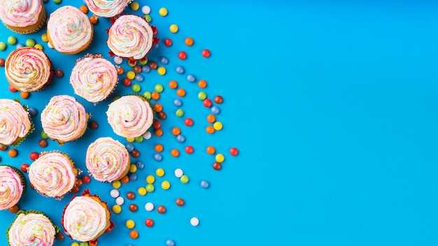 Vista superior cupcakes deliciosos
