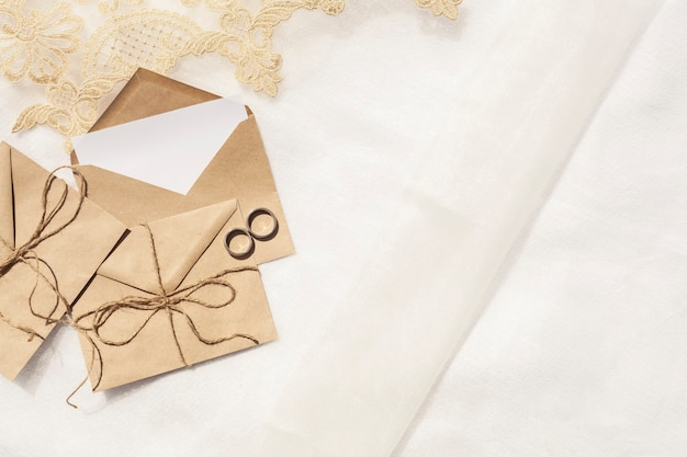 Vista superior decoración de boda minimalista con espacio de copia