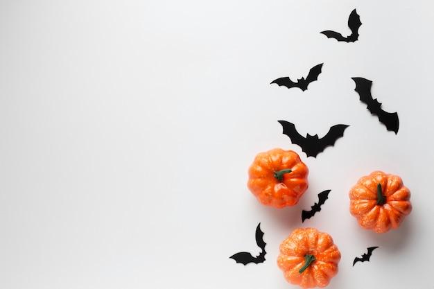 Vista superior decoración calabazas y murciélagos