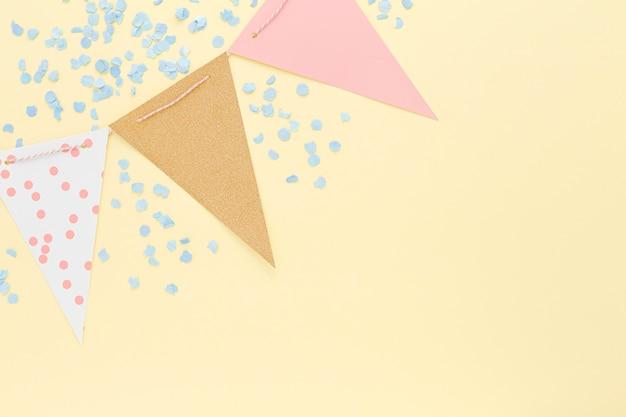 Vista superior decoraciones de cumpleaños con espacio de copia
