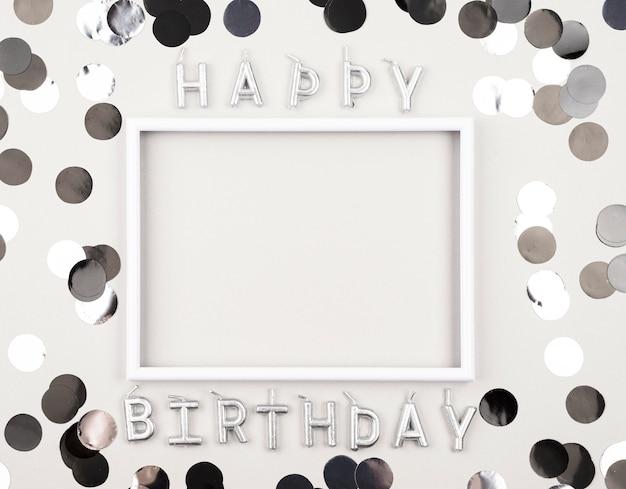 Vista superior de decoraciones de cumpleaños con marco