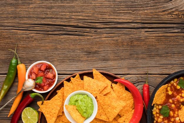 Vista superior deliciosa comida mexicana con nachos