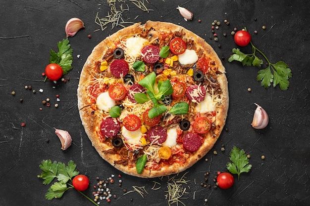Vista superior deliciosa pizza