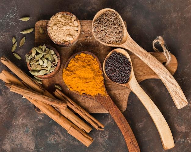 Vista superior deliciosas especias indias