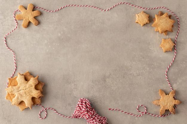 Vista superior de deliciosas galletas con espacio de copia