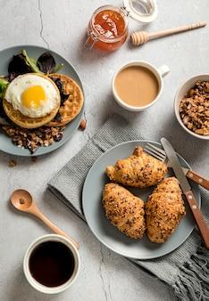 Vista superior delicioso desayuno listo para ser servido