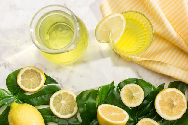 Vista superior del delicioso jugo de limonada