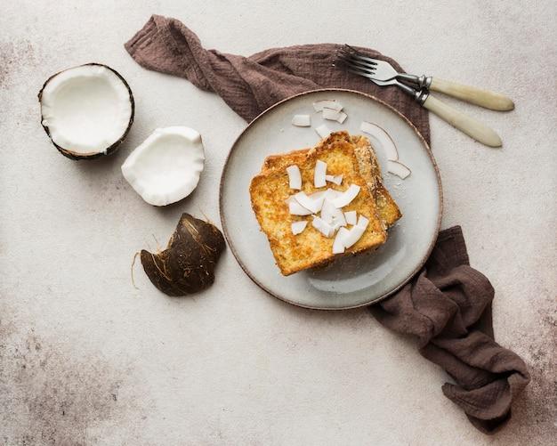 Vista superior delicioso pan con coco