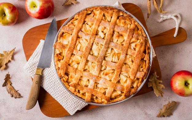 Vista superior del delicioso pastel de manzana para acción de gracias