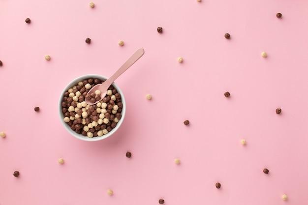 Vista superior delicioso tazón de cereal en una mesa