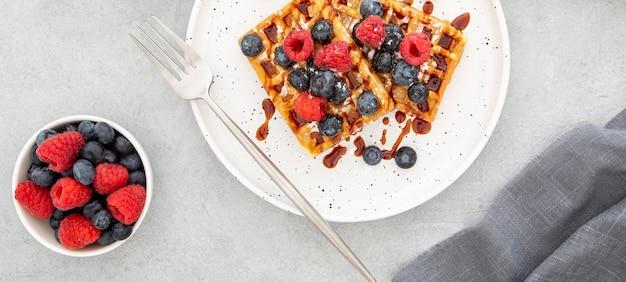 Vista superior deliciosos dulces waffles