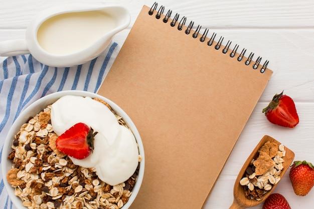 Vista superior desayuno con cereales