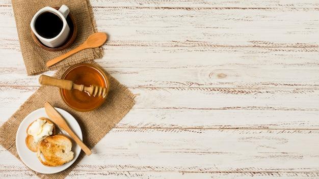Vista superior desayuno con miel