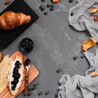 Vista superior del desayuno de otoño con espacio de copia