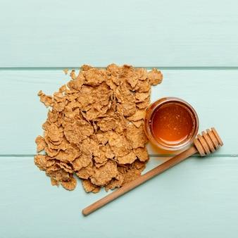 Vista superior desayuno saludable en la mesa
