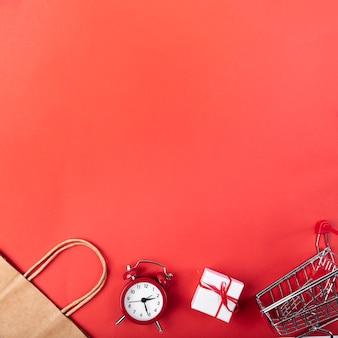 Vista superior del despertador con carrito de compras