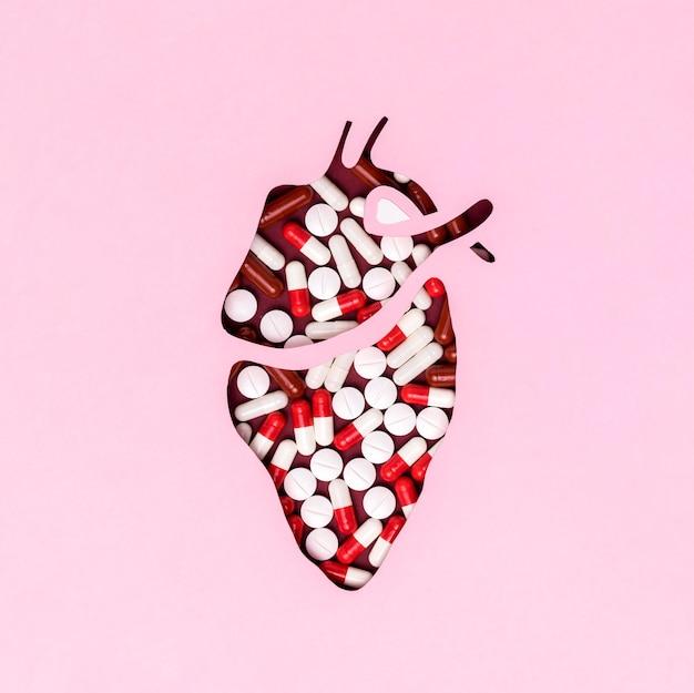 Vista superior del día del corazón con medicina