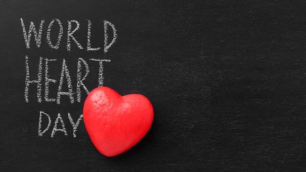 Vista superior del día mundial del corazón con espacio de copia