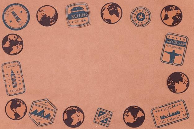 Vista superior del día mundial del turismo con logotipos