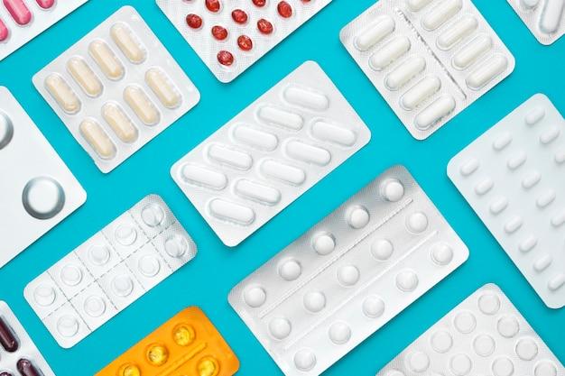 Vista superior de diferentes láminas de pastillas