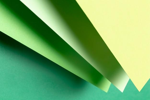 Vista superior de diferentes tonos de papeles verdes