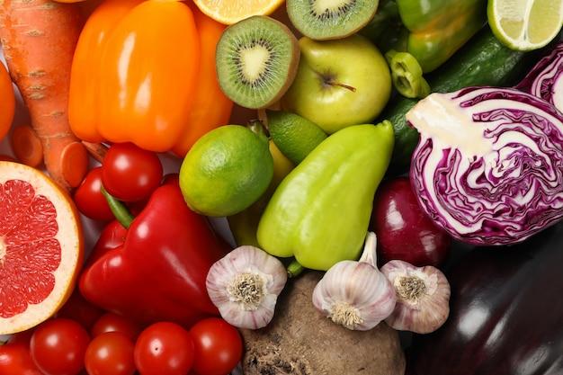Vista superior de diferentes verduras y frutas