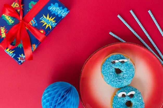 Vista superior donut de cumpleaños