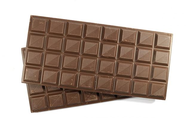 Vista superior de dos barras de chocolate aisladas sobre fondo blanco